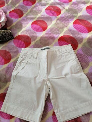 Pantalone cm - Srbija: BELE Bermude P&S. Nosene 2-3 puta, kao nove su. Dobre su za