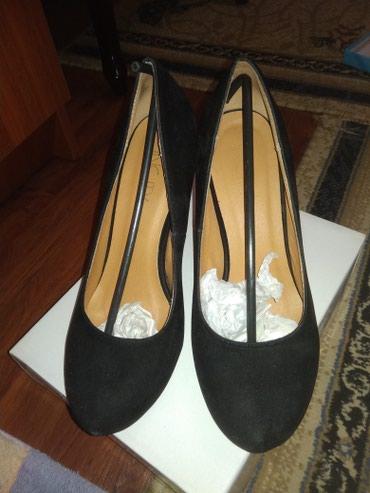 туфли чёрные замшевые в Кыргызстан: Продам замшевые черные туфли. размер 39. отдам за 1000 сом. забирать в
