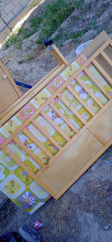 Детский мир - Тынчтык: Продаю манеж за 1000 отдам без шурупа, шуруп должны сами приобрести