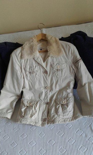 Zenska jakna,giorgio armani,velicina l a moze i ko nosi s - Beograd