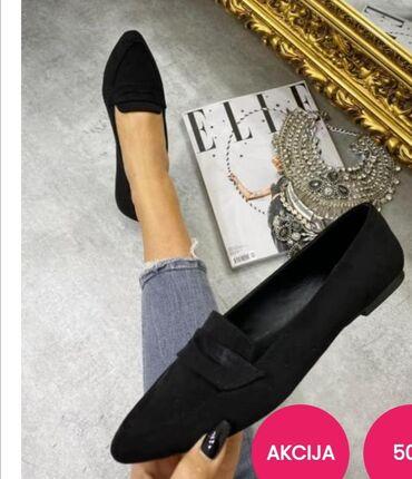 Ravne cipele na špic od crnog velura. Broj 39. NOVE