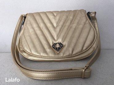 Bez-zlatna torbica, kupljena u madridu, nova, nekoriscena. Tel: - Nis