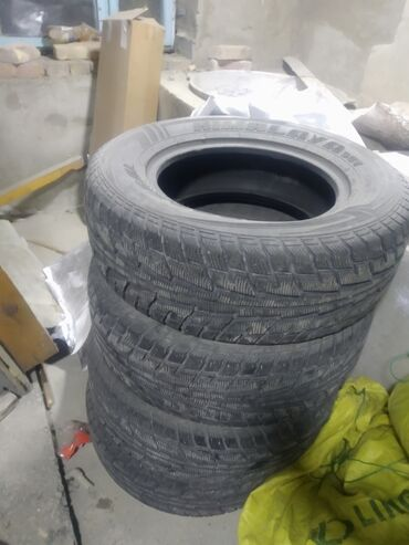 шины 19560 r16 в Кыргызстан: Продаю зимнюю резину FEDERAL год 2020. Размер 265/65 R17 протектор