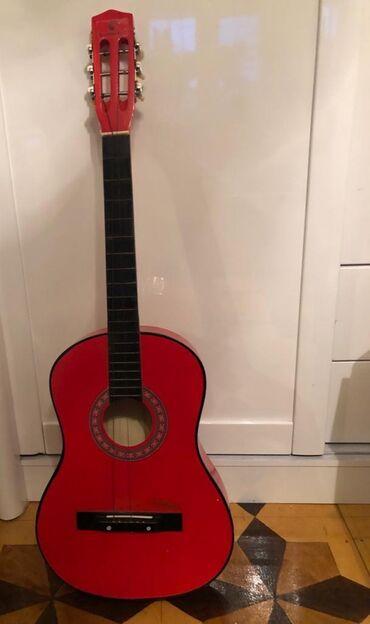 gitara satilir в Азербайджан: Gitara satılır 35manata Real alıcı olsa endirim olacaq əlaqə üçün