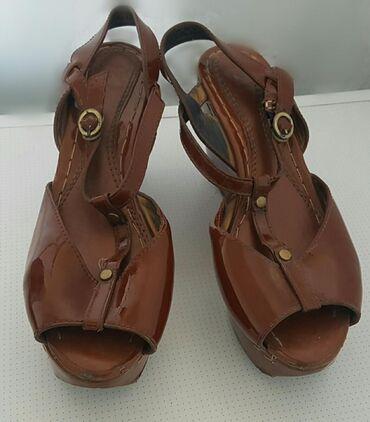 Женская обувь на высокой платформе