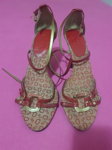 Guees crvene sandale, br.39, kupljene u americi, promenjene flekice - Belgrade