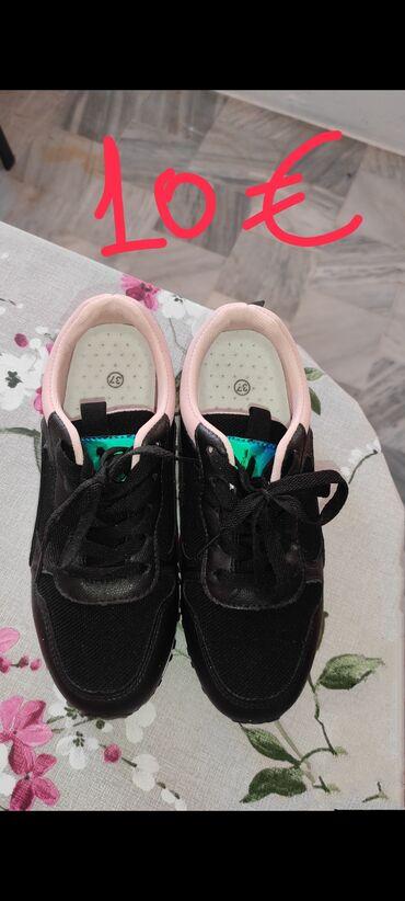 Διάφορα γυναικεία παπούτσια