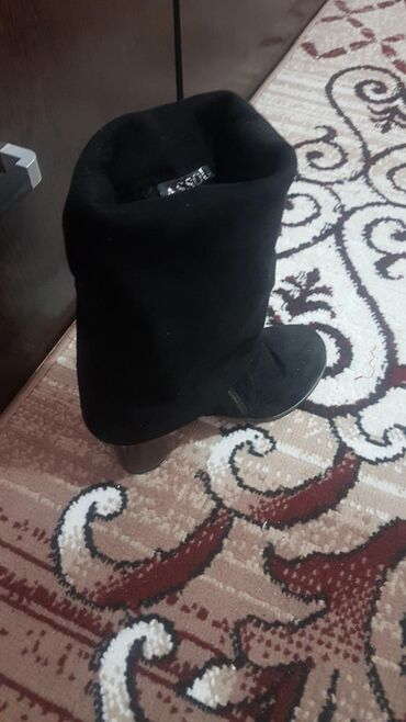 офицерские хромовые сапоги в Ак-Джол: Замшевые сапоги38 р б/у  Фирма assol  3раза одевало размер