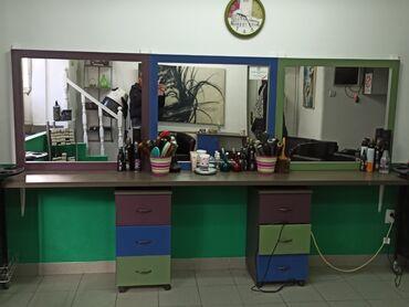 Zenska odeca i obuca - Srbija: Na prodaju ogledala, pult i fioke za salon