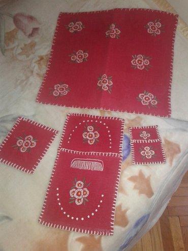 Kućni dekor - Valjevo: Vez na platnu,dve sustikle i zidna torbica za cesalj,mala torbica za