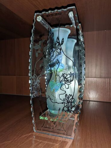 дизайн интерьера бишкек в Кыргызстан: Декоративные вазы.Цветное стекло.Красиво смотрятся, украсят любой