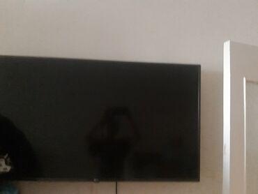 телевизор lg чёрный в Кыргызстан: Продаю LED - телефизор LG 610. Матрица разбита как видно на фото