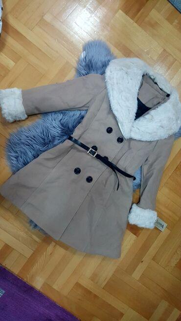 Jakna sa krznom - Srbija: Nov sa etiketom kaput sa postavom M vel. Krzno se skida