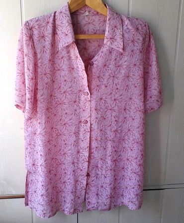 Красивая блузка из шелка . Размер 48 - 50