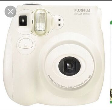 Фото и видеокамеры - Кыргызстан: Продаю полароид fujifilm Instax mini 8. В хорошем состоянии, с чехлами