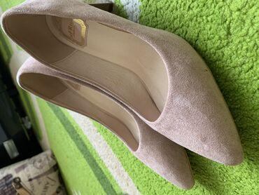 Личные вещи - Новопокровка: Продаются новые туфли пудрового цвета 40 размер