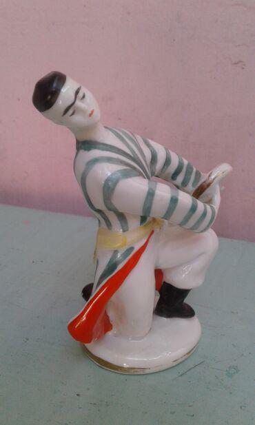 Sovet istehsalı suvenir heykəlciklər satılır. Kolleksionerlərə lazım o