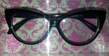 Mačka ste crne naočare bez dioptrije