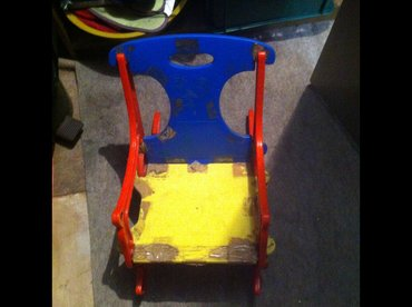 Decija stolica plasticna za ljuljanje. Fleke koje se na slici vide od - Belgrade
