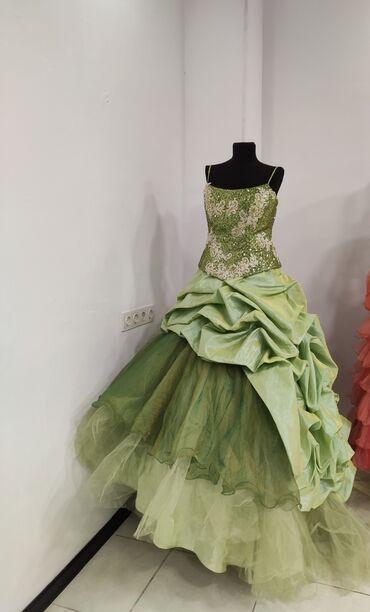 женское платье размер м в Кыргызстан: Продаю женское платье Размер примерно М Цена 1000 сом Писать WhatsApp