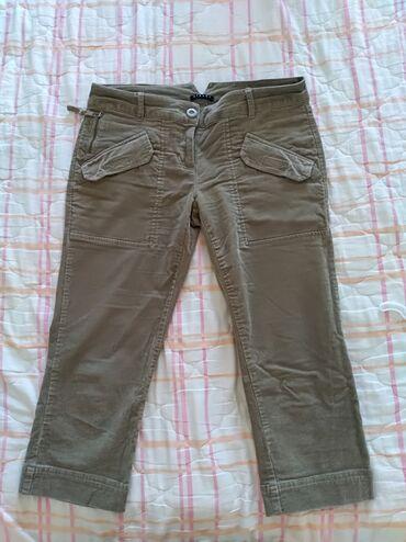 Sisley - Srbija: Sisley 3/4 pantalone, 42Nove pantaloneod sitnog somota. Pantalone su