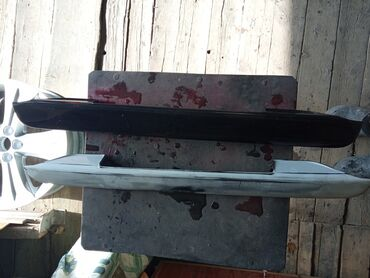 делика бишкек in Кыргызстан | АВТОЗАПЧАСТИ: Митсубиси Делика накладка на крышку багажника над номером