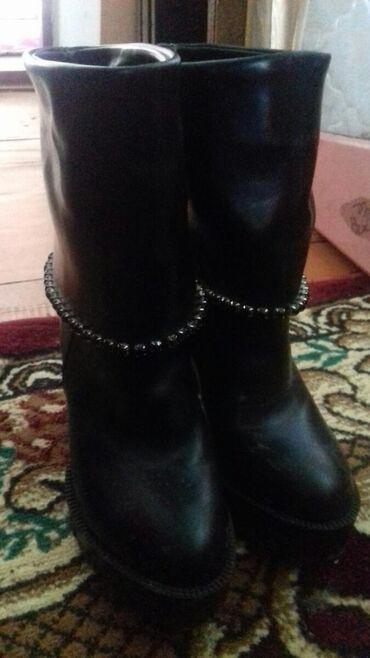 Женская обувь в Джалал-Абад: 1000 сом бир жолу кийилген жаны бойдон москвадан 2000 рублга алынган