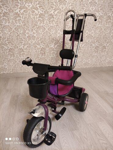 Прогулочная коляска велосипед. В хорошем состоянии, все детали на
