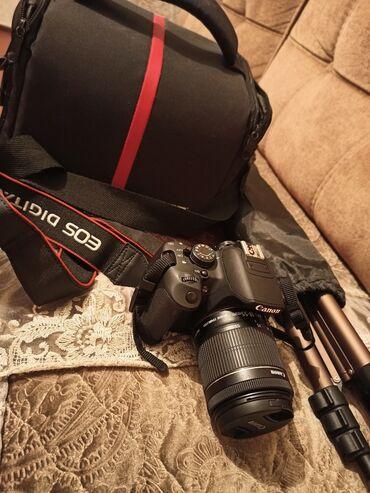 Canon 700d. 5 aydır alınıb. Probeki 5k dır. Tripod, çanta, yaddaş