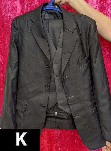semejnoe postelnoe bele s dvumja в Кыргызстан: Новый костюм мальчиковый тройка, на 9-12 лет, Китай, 600 сом