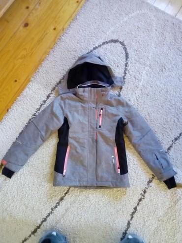 Dečija odeća i obuća | Pancevo: Jakna savrsena,ima dzepove. na rukavima moze prst da se provuce,kao ru