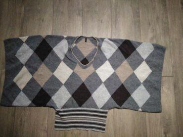 NOV zenski dzemper BENETTON,materijal vuna, lan. Interesantan model