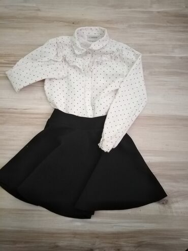 Dečija odeća i obuća - Sopot: Kosuljica i suknja u kompletu. Bez ostecenja. Velicina kosulje 7-8 (ma
