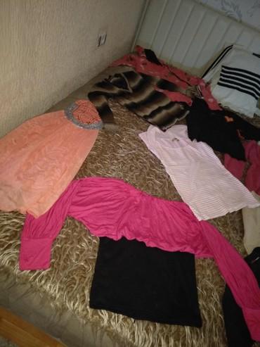 Paket-obodi-majice-i-jedne-kosulje-lepo-odrzane - Srbija: Na prodaju paket zenske odeće (6 bluza i 3 majice). Sve u vel S