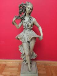 Skulptura datira iz ii svetskog rata. Izrađena od najkvalitetnijeg - Beograd