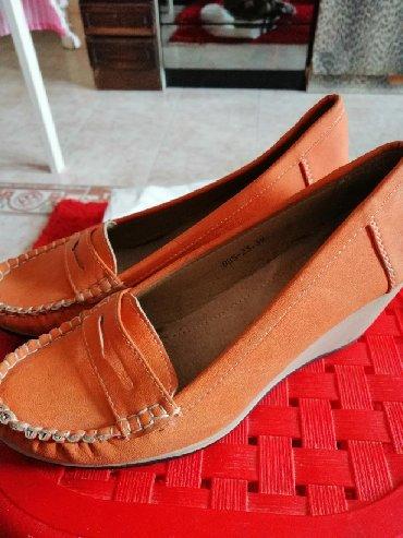 Bez cipele - Srbija: Zenske cipele u broju 39, bez ikakvih ostecenja