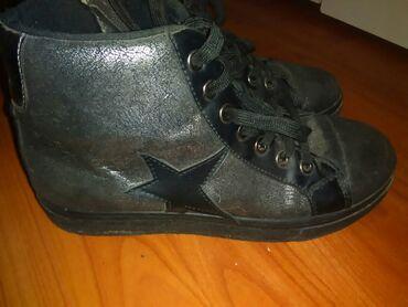 Ženska patike i atletske cipele | Jagodina: Dublje opozit patike 37 na pertlanje I rajfislus,velicina 37 Cena 1000