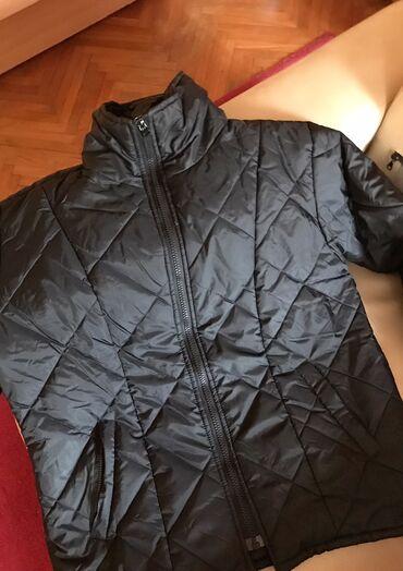 Crna suskava jakna za jesen/zimu,nosena malo,ocuvana.  Lagana za nosen