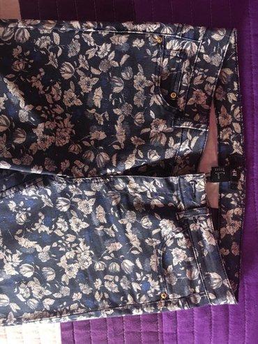 Pantalone cvetnog dezena,kupljene u HM obučene dva puta bukvalno.kao - Pancevo