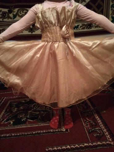 Платье для девочки 5-6лет,один раз одевали на ёлку в Каракол