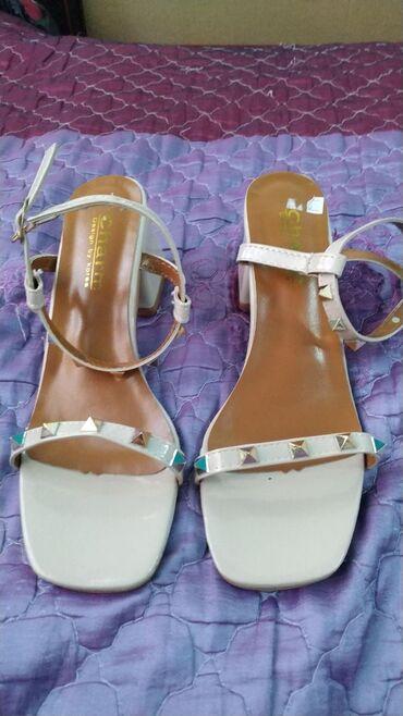 Женская обувь в Каракол: Новые босоножки Размер 38 но они маломерят Подойдёт на 37 рГ. Каракол