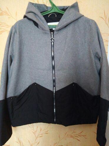 весеннее полупальто в Кыргызстан: Женска весенне осеняя куртка. Размер 52. ФирмаBUTON. Почти новая.Б/у