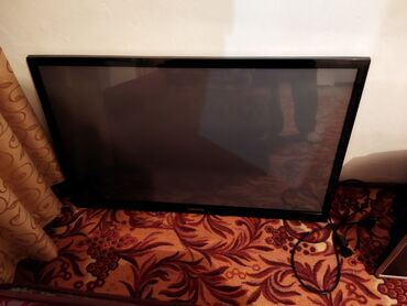 Продаю телевизор Самсунг размер 110 . В рабочем состоянии. По середине