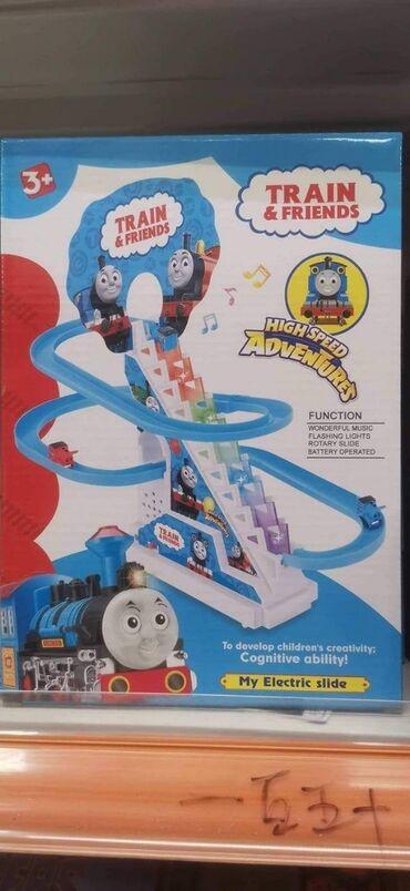 Tobogan Tomas voz  Poseduje zvučne i svetlosne efekte