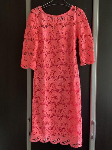 Платье неоново розового цвета