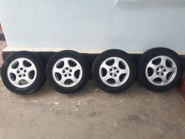 шины 195 65 r15 зима в Кыргызстан: Продаю комплект зимних шин с дискоми  R15 5×100 шины 195/65 r15    Тег
