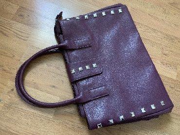 Avon torba - Srbija: Nova AVON torba nekoristena, tamno ljubicasta boja, u prodaji kostala