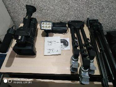 видеокамера sony z7 в Кыргызстан: Видеокамера Nxcam-nx5e полный комплек штатив колеса для штатива
