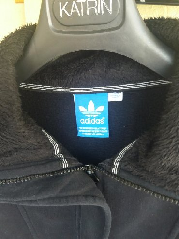Adidas original duks crne boje. Veoma kvalitetan, topao, postavljen
