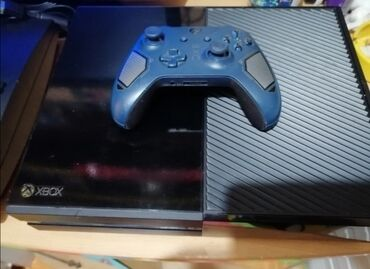 *Xbox one* Xbox one kao nov uvežen iz austrije. Koriscen svega 2 mese